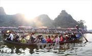 Tạm giữ phương tiện chèo kéo khách tại chùa Hương