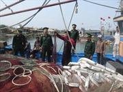 Thăm hỏi ngư dân tàu cá bị tàu hải cảnh Trung Quốc tấn công