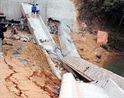 Sập 2 phiến dầm cầu Hái Nạc do thi công sai quy trình