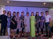 Trình diễn áo dài Việt Nam và áo Saree Ấn Độ