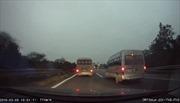 Thu phù hiệu xe khách chạy ngược chiều trên cao tốc Nội Bài-Lào Cai