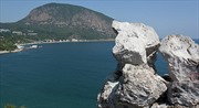"""Tổng thống Ukraine thôi không """"tranh đấu"""" vì Crimea"""