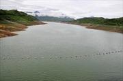 Lật ghe trên hồ thủy điện: Vợ tử vong, chồng mất tích