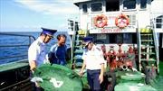 Truy bắt tàu chở dầu lậu trên vùng biển Sóc Trăng