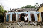 Thừa Thiên - Huế: Lốc kèm mưa đá tàn phá hơn 300 nhà dân