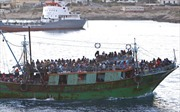 """Thảm cảnh trong """"tàu ma"""" chứa 700 người di cư chết chìm dưới đáy biển"""