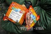 """Nam Định phát hiện hàng trăm gói xúc xích """"bẩn"""""""