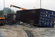 Xe container mất lái, quật ngang Quốc lộ 22