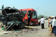 Xe khách đụng xe tải, 6 người bị thương nặng