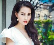 Hoa hậu Sương Đặng mơ mộng trước sân nhà