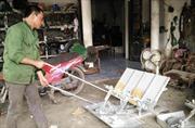 Người nông dân sáng chế máy cấy không động cơ