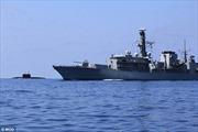 Chiến hạm Anh chặn tàu ngầm Nga ở Biển Bắc