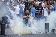 Cảnh sát và cổ động viên đụng độ tại Marseille