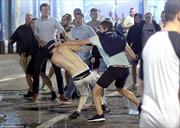 """CĐV Anh """"quậy tung"""" Marseille, cảnh sát Pháp mệt lử"""