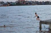 Bất cẩn khi thả lưới, thiếu niên bị đuối nước