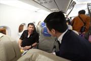 Tân Tổng thống Philippines đi máy bay dân dụng, ngồi ghế phổ thông