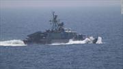 Tàu tuần tra Iran áp sát chiến hạm Mỹ