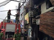 Cháy cửa hàng sắt thép trên phố Đê La Thành