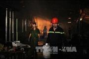 Cháy nhà kho, hàng loạt nhà trọ công nhân bị uy hiếp
