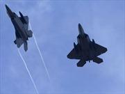 """F-22 Mỹ """"suýt"""" bắn hạ Su-24 Syria"""