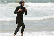 Pháp hoãn lệnh cấm mặc đồ bơi burkini của người Hồi giáo