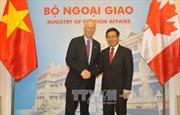 Phó Thủ tướng Phạm Bình Minh hội đàm với Bộ trưởng Ngoại giao Canada