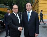 Những hình ảnh đầu tiên Tổng thống Pháp Hollande tại Việt Nam