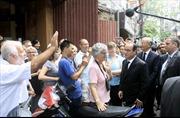 Tổng thống Pháp Hollande dạo chơi phố cổ Hà Nội