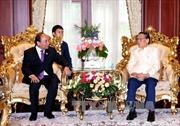 Thủ tướng Nguyễn Xuân Phúc gặp các đồng chí nguyên lãnh đạo Lào