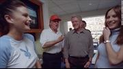 Lộ ảnh cựu Tổng thống Clinton và tỷ phú Trump ngày chơi thân