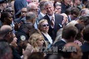 Xuất hiện video bà Clinton loạng choạng lên xe sau sự cố sức khỏe