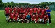 Sinh viên Việt Nam cùng đội bóng đá của MDIS vô địch League Cup Singapore
