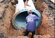 Khắc phục sự cố vỡ ống nước trên đường Lê Lợi, TP.HCM