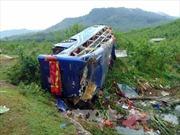 Lật xe khách giường nằm làm 2 người chết, 14 người bị thương