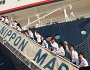 Lưu luyến chia tay tàu thanh niên Đông Nam Á