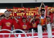 Cổ động viên Việt Nam cuồng nhiệt hết mình ở Myanmar