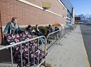 """Dân Mỹ dựng lều xếp hàng xuyên đêm chờ ngày mua sắm """"Black Friday"""""""