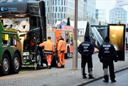 Nghi phạm thực sự khủng bố xe tải ở Đức chưa bị bắt và có vũ khí