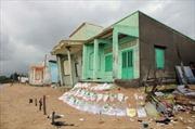 Sạt lở bờ biển đe dọa trực tiếp hơn 100 nhà dân
