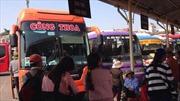 Hành khách đổ dồn về bến xe Giáp Bát, vật vã chờ xe về quê