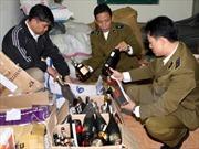 Tạm giữ gần 1.000 chai rượu không tem nhãn