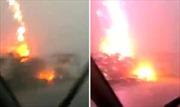 Sét bất thình lình 'nướng' xe tải Nga trên đường cao tốc