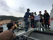 Vượt sóng cấp 3 mang Tết ra đảo Trần