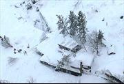 Tuyết lở chôn vùi cả một khách sạn Italy, hàng chục người mắc kẹt