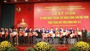 Trao Huy hiệu Đảng tặng các đảng viên lão thành