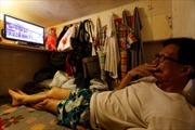 Người Hong Kong nhúc nhích trong 'căn hộ quan tài'