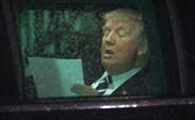 Ông Trump say sưa luyện đọc diễn văn trong xe hơi