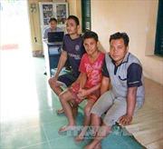 Bàn giao 3 thuyền viên Indonesia và sà lan trôi dạt trên biển