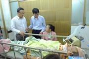 Thăm hỏi các nạn nhân vụ tai nạn giao thông tại Hà Nam