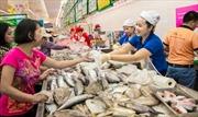 Hàng Việt 'tắc nghẽn' đường vào siêu thị ngoại